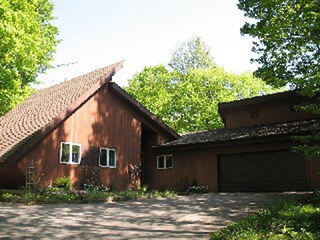 Privacy awaits you,Unique rural home in the woods. - Bala - Hus