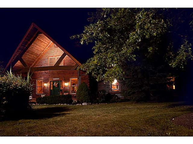 Log Home B&B Private Benjamin's Rm - Carmel - Huis