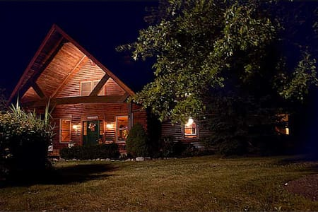 Log Home B&B Private Benjamin's Rm - Carmel