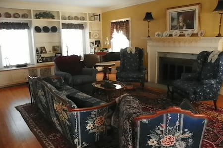 Colonial Home - Beautiful - Sioux City - House