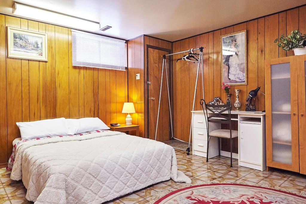 Bed, desk, closet