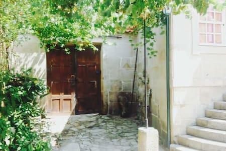"Casa de Campo Cabriz / ""Casa do Brasileiro"""