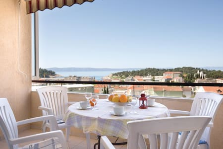 Holiday apartment with 1 bedroom on 50m² in Makarska