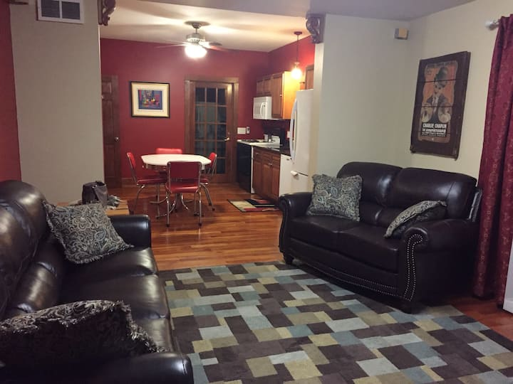 Beautiful downstairs apartment in tremont.