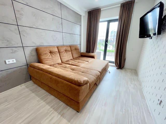 Просторный, роскошный диван-кровать. С него Вам не захочется слезать