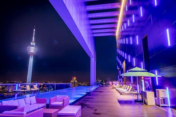 吉隆坡市中心网红高级2房2浴室式公寓 - 超级顶楼无边泳池