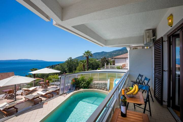 Villa Roses: Flat with pool (52m2)