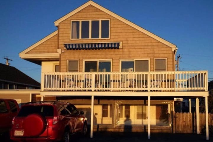 Spacious Seabrook Beach Home - Seabrook