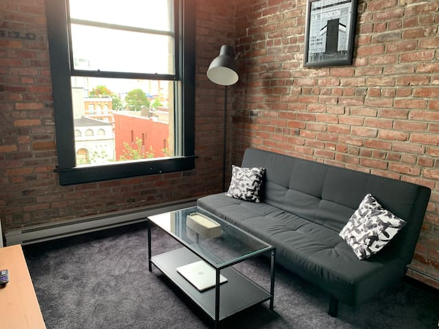 Gastown Chic Loft- 16FT Ceilings VIEWS