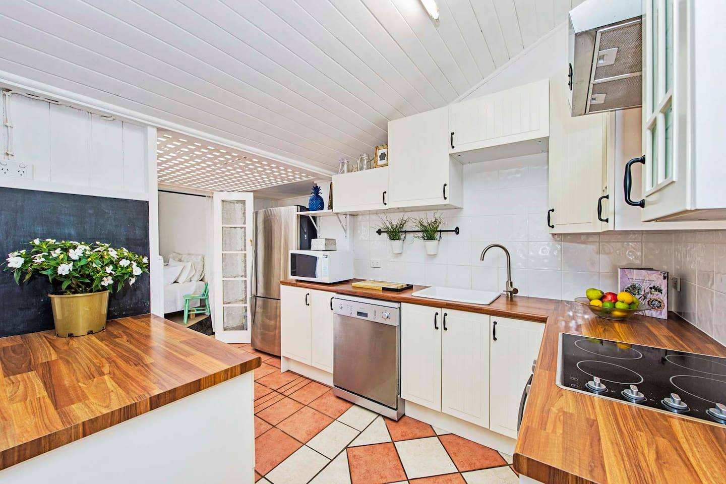 The Charming White Cottage Brisbane - Houses for Rent in Petrie ...