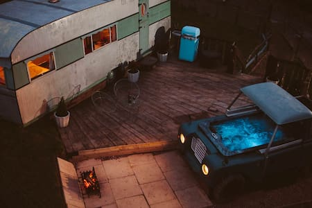 Land Rover Hot Tub & Bluebird Penthouse - High Bickington - อื่น ๆ