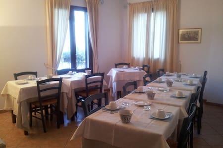 Bed & breakfast Santa Maria Oliena - Apartamento