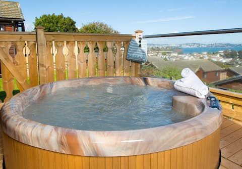 Sea View Platinum Lodge with Hot Tub