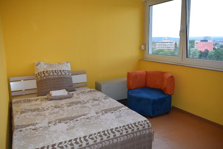 Comfy private room, easy access to city center!