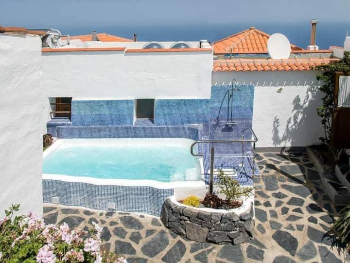 Ferienhaus mit Whirlpool und Garten - 4540
