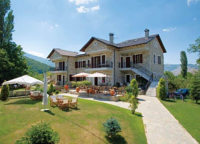 """GuestHouse """"Villa Kastanodasos"""" - Emporio - Willa"""