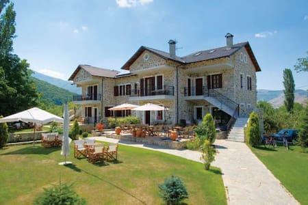"""GuestHouse """"Villa Kastanodasos"""" - Emporio"""
