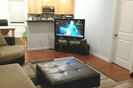 Private room in spacious, cozy home - Oakland