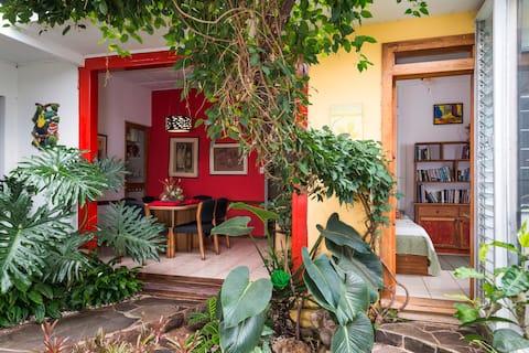 Lindo cuarto en casa colonial rodeada de jardines