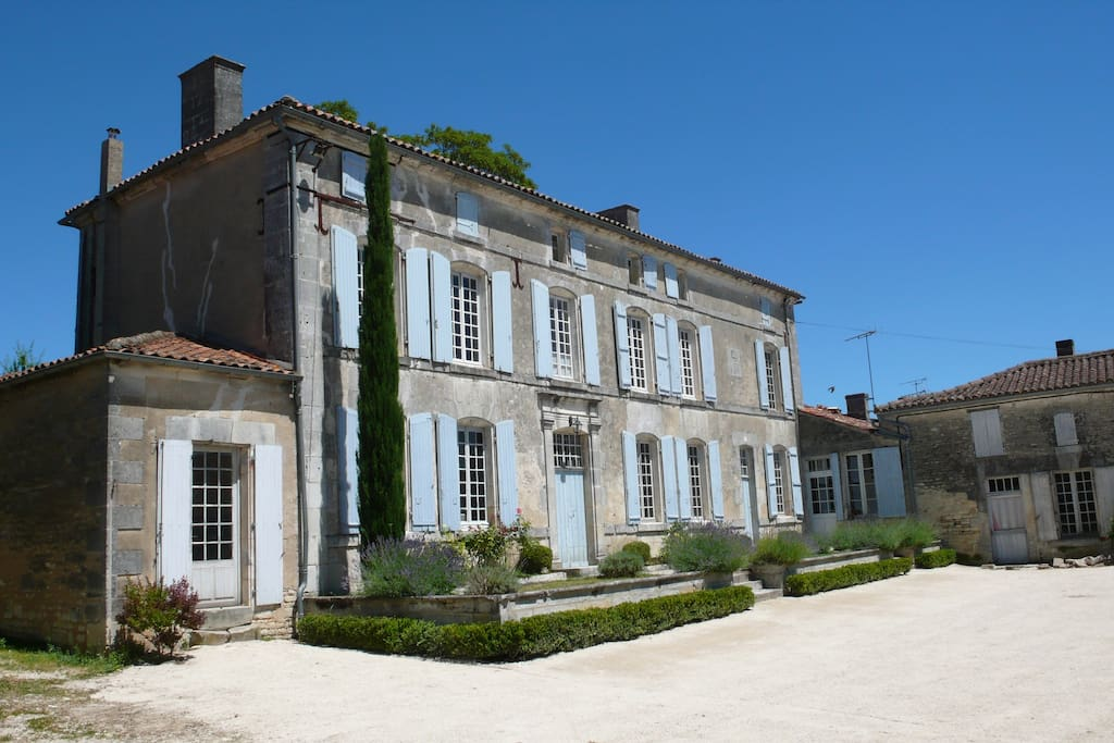 La maison avec sa terrasse