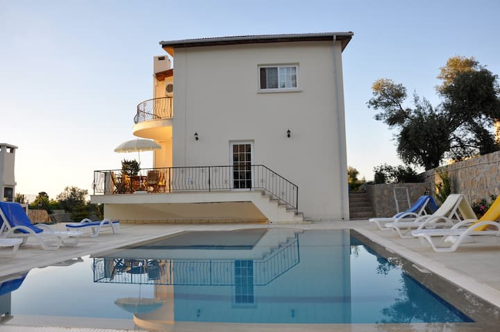 Villa Zulfa serene in Bellapais with private pool