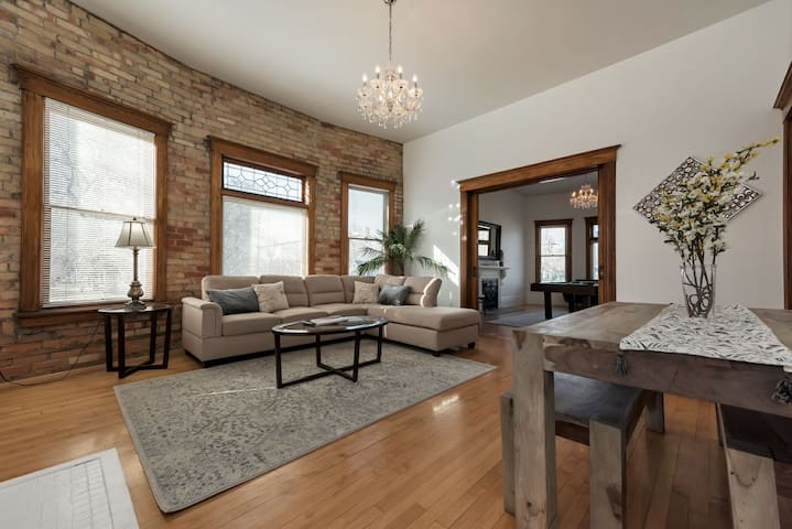 Victorian Charm 3 bedroom in Downtown SLC