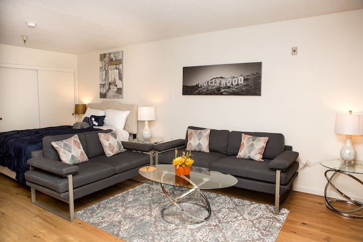 Studio in Hollywood - Fully Furnished