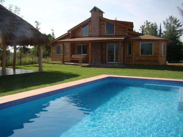 Hermosa Cabaña de Madera 6px - Silao - Hus