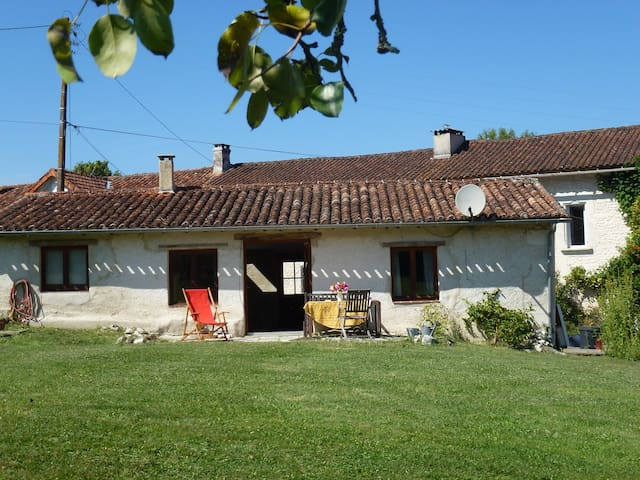 Holiday cottage in peaceful hamlet - Les Essards - House