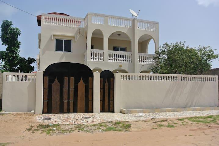 Villa in Brusubi - Sukuta - Willa