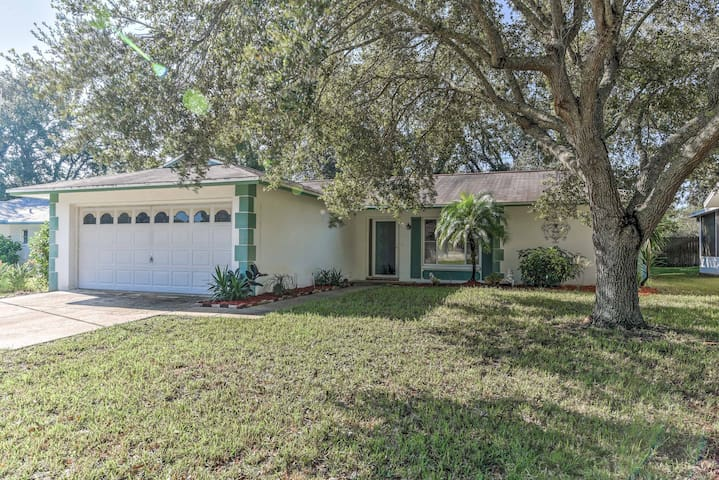 NEW! Sunny 2BR Port Richey House w/Lanai and Grill