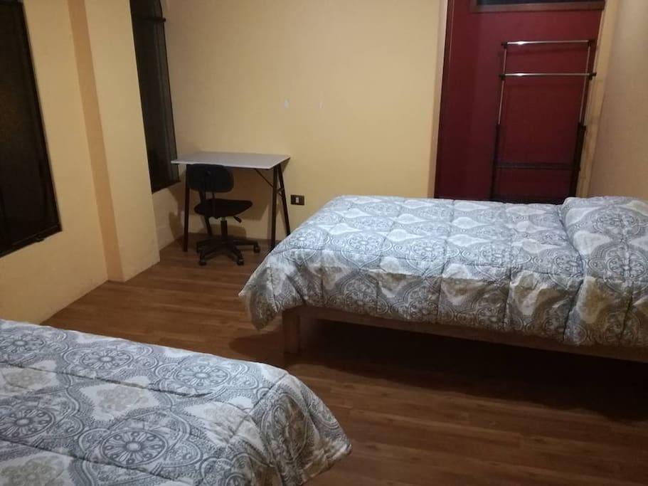 Dormitorio Doble con camas de plaza y media