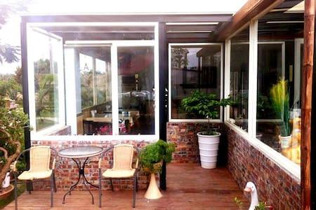 Julie's Garden 墾丁峰情海灣館-八人房 - Hengchun Township - Bed & Breakfast