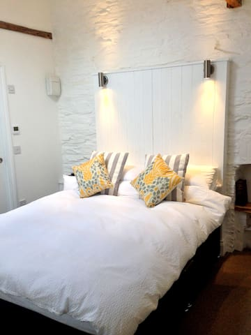 The Bridge Room. Padstow Old Town w/Parking