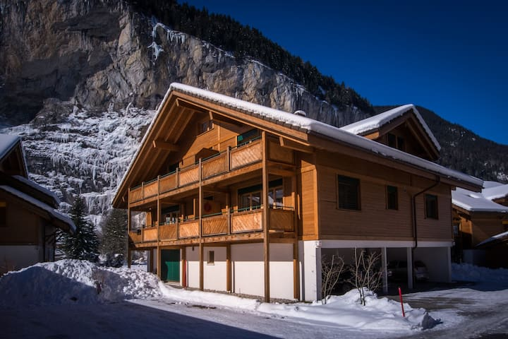 Beautiful home with a Big Big view! - Lauterbrunnen - Apartamento