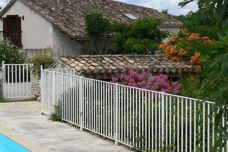 Picturesque Private Hilltop Hamlet - Tarn Et Garonne - Haus
