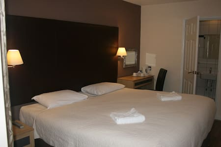 Gatwick Belmont Double Room - Horley - Andre