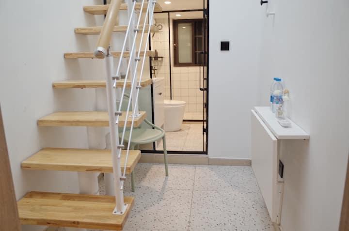 room7 南京东路站1分钟 近外滩 人民广场 简约舒适自在投影复式 1米5大床