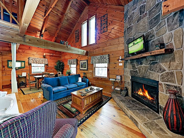 Charming Cabin w/ Deck, Hot Tub & Fireplace!
