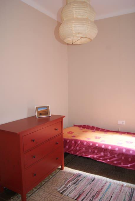 Quite Room & Proper WC, incl. bedclothes & towels / Ruhiger Raum und eigenes WC, inkl. Bettwäsche & Handtücher
