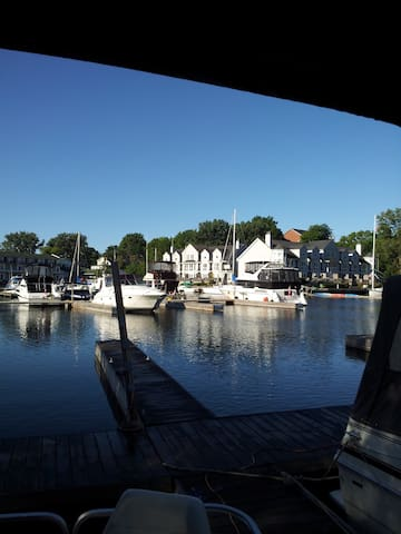 Private Yacht Stay w'AC in Picton Harbour - Prince Edward - Boat