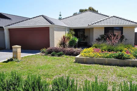 Family Home Parade - Canning Vale - Hus