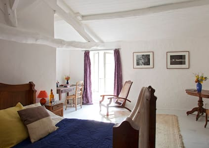 Large room in period country house - Mazeray