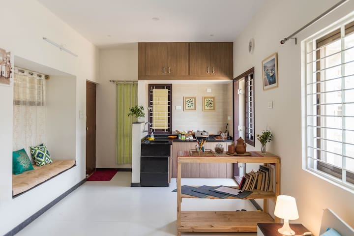 Private and modern studio close to everything