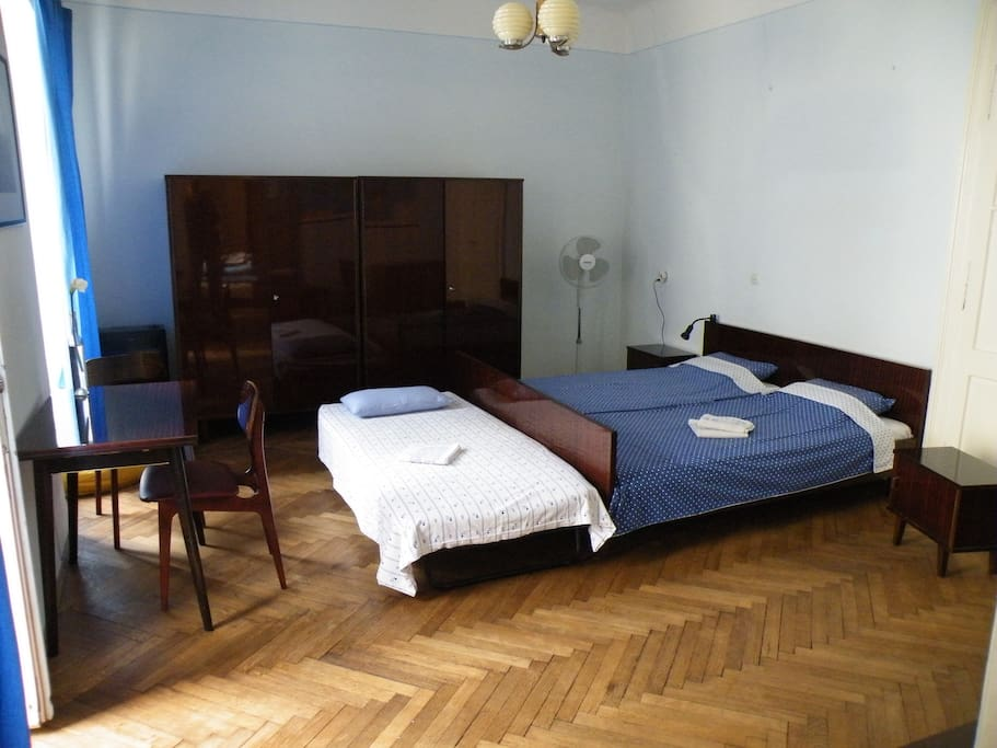 double bedroom + one person (31 + 7 euro/day)