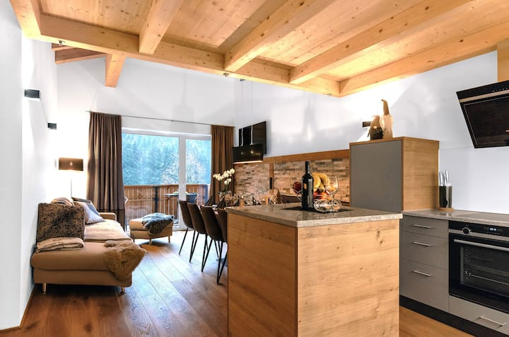 Westwood Apartment with stunning mountain views