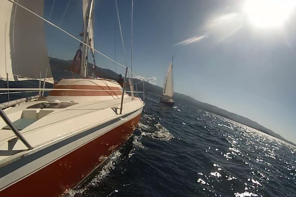 Le voilier en navigation dans le Golfe D'Ajaccio