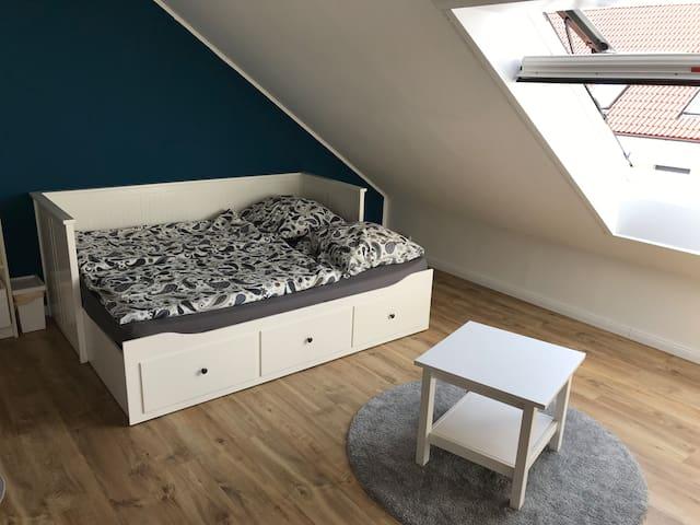 Schönes Zimmer mit Bad (Nähe Messe & EXPO-Plaza)