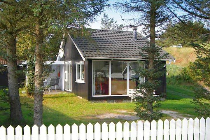 Hyggelig hytte 300 meter fra strand - Blokhus - Houten huisje