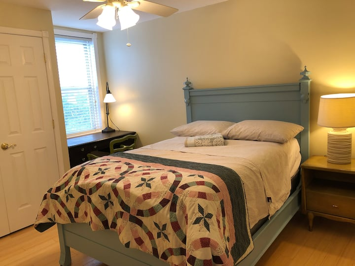 Clean, comfy private bedroom